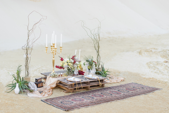 Desert wedding inspiration | Lightburst Photography | see more on: http://burnettsboards.com/2016/01/earthy-sophisticated-desert-wedding/