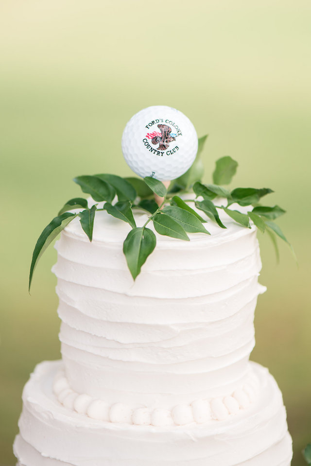 Golf wedding cake topper | Audrey Rose Photography | see more on: http://burnettsboards.com/2016/01/masters-golf-tournament-inspired-wedding/