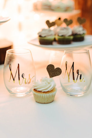 Mrs and Mr glasses | Madison Short Photography | see more on: http://burnettsboards.com/2016/01/taylor-swift-inspired-wedding/
