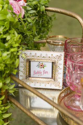 Bubbly bar sign | Gillian Ellis Photography | see more on: http://burnettsboards.com/2016/01/unique-garden-glam-bridal-session/