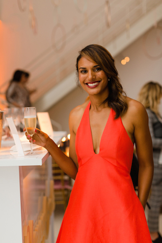 Champagne bar | Jessica Haley Photography | @aislesociety | see more on: http://burnettsboards.com/2016/01/aisle-society-debut-sponsored-minted/