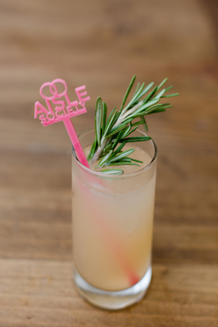 Grapefruit signature cocktail | Jessica Haley Photography | @aislesociety | see more on: http://burnettsboards.com/2016/01/aisle-society-debut-sponsored-minted/