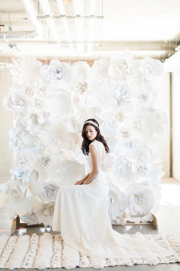 monochrome bridal inspiration - photo by Heidrich Photography http://ruffledblog.com/monochrome-bridal-inspiration