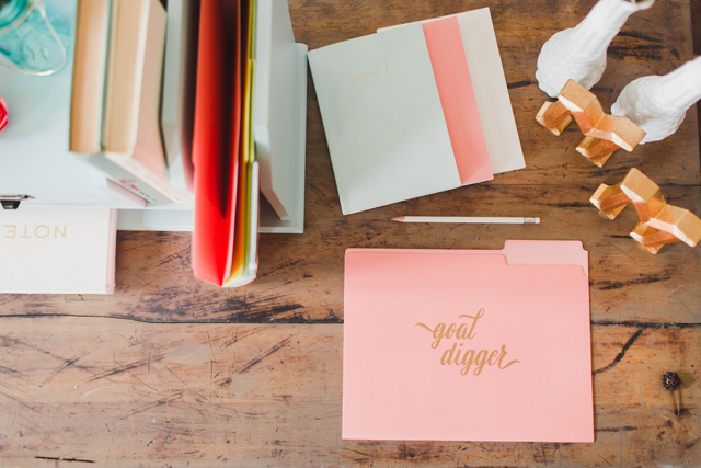 Creating a branded shoot for your wedding business | Maggie's Misc. and Annamarie Akins Photography | see more on: http://burnettsboards.com/2016/01/visually-brand-business-editorial-shoot/