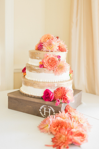 Flower adorned wedding cake   Alicia Lacey Photography   see more on: http://burnettsboards.com/2016/01/darling-outer-banks-wedding/