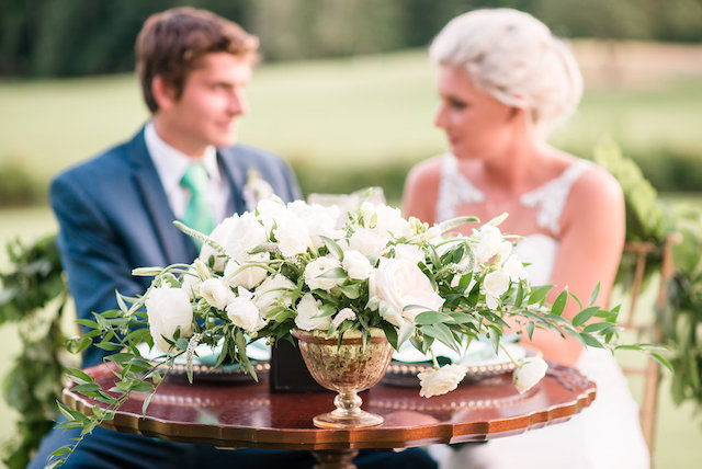 Classic white and green centerpiece | Audrey Rose Photography | see more on: http://burnettsboards.com/2016/01/masters-golf-tournament-inspired-wedding/
