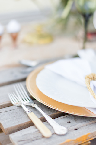 Unique flatware | Lightburst Photography | see more on: http://burnettsboards.com/2016/01/earthy-sophisticated-desert-wedding/