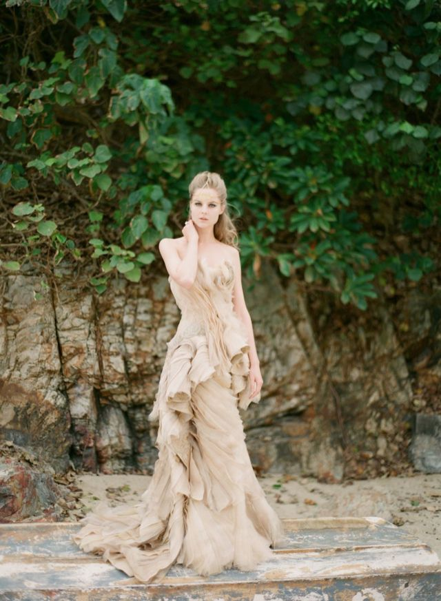 Couture wedding dress | see more on: http://burnettsboards.com/2016/01/publishing-blogs-v-print/