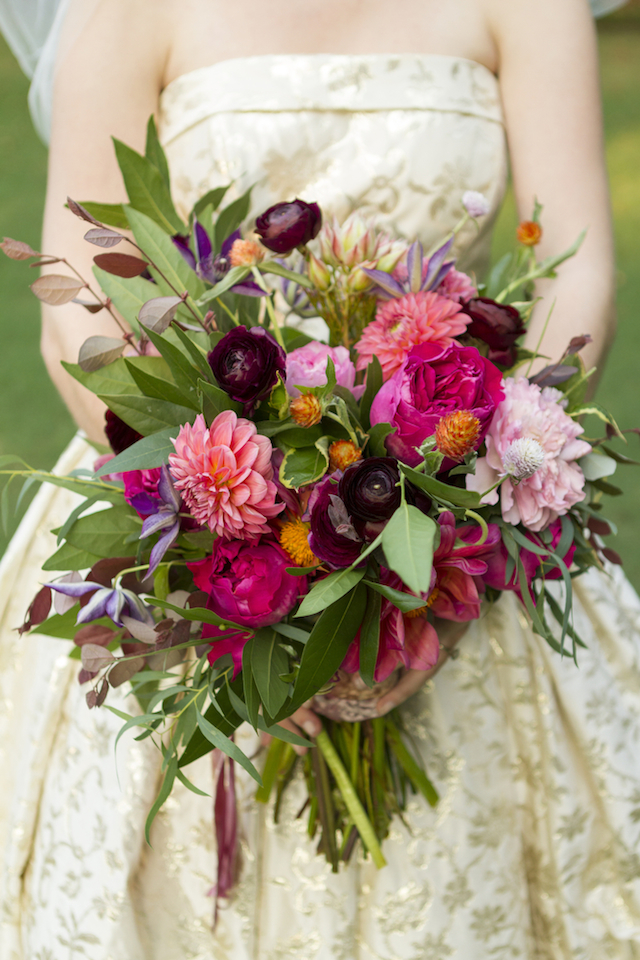 Garden glam bridal bouquet | Gillian Ellis Photography | see more on: http://burnettsboards.com/2016/01/unique-garden-glam-bridal-session/