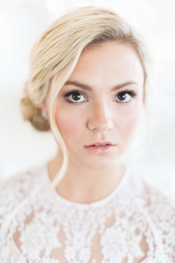 soft bridal makeup - photo by Heidrich Photography http://ruffledblog.com/monochrome-bridal-inspiration
