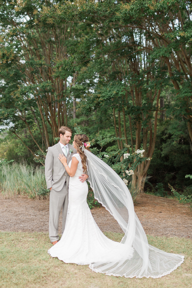 Wedding veil   Alicia Lacey Photography   see more on: http://burnettsboards.com/2016/01/darling-outer-banks-wedding/