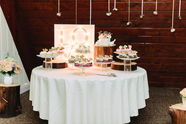 Dessert table LOVE marquee sign | Madison Short Photography | see more on: http://burnettsboards.com/2016/01/taylor-swift-inspired-wedding/
