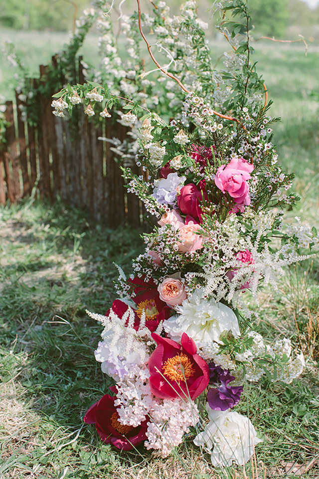 Creative backdrop for a bohemian wedding | Studio Ohlala | see more on: http://burnettsboards.com/2016/01/el-dorado-wedding-editorial/