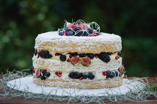 Naked cake with berries | Lauren Kriedemman Photography | see more on: http://burnettsboards.com/2016/01/enchanted-forest-wedding-inspiration/