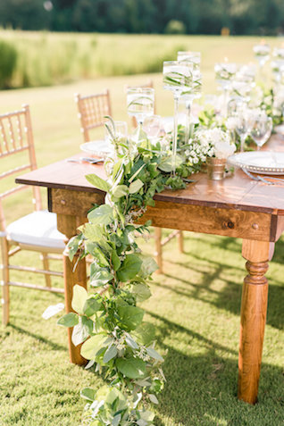 Greenery table runner | Audrey Rose Photography | see more on: http://burnettsboards.com/2016/01/masters-golf-tournament-inspired-wedding/