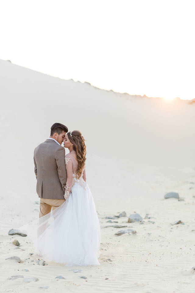 Desert wedding in South Africa | Lightburst Photography | see more on: http://burnettsboards.com/2016/01/earthy-sophisticated-desert-wedding/