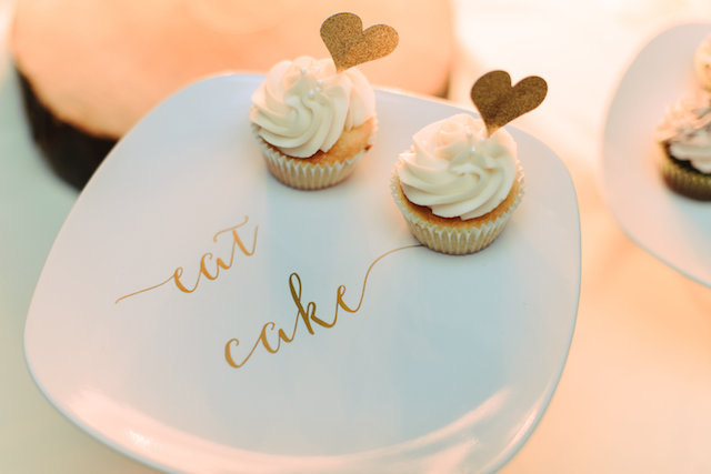 Mini cupcakes | Madison Short Photography | see more on: http://burnettsboards.com/2016/01/taylor-swift-inspired-wedding/