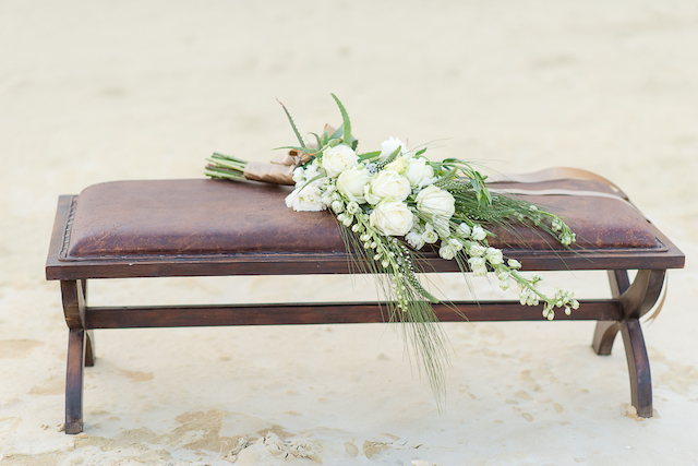 White bridal bouquet | Lightburst Photography | see more on: http://burnettsboards.com/2016/01/earthy-sophisticated-desert-wedding/