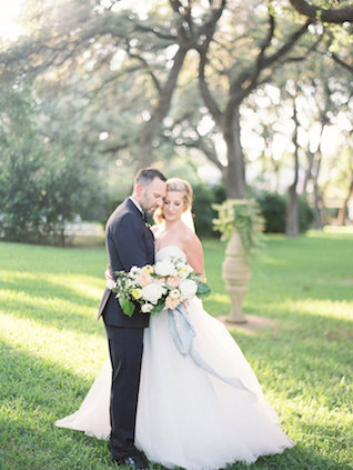 Romantic portrait session | Courtney Leigh Photography | see more on: http://burnettsboards.com/2016/02/romantic-outdoor-southern-mansion-wedding/