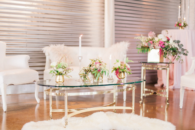 Romantic pink and gold lounge area | Sara Lynn Photographic | see more on: http://burnettsboards.com/2016/02/pink-gold-geometric-wedding/