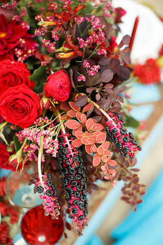 Red floral centerpiece | Sergey Bulychev and Sergey Ulanov | see more on: http://burnettsboards.com/2016/02/free-wind-beach-wedding-editorial/