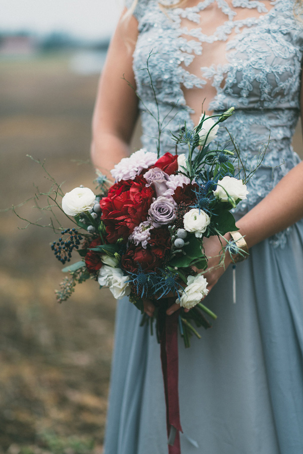 winter bouquet - photo by LV Imagery http://ruffledblog.com/nordic-inspired-woodland-wedding