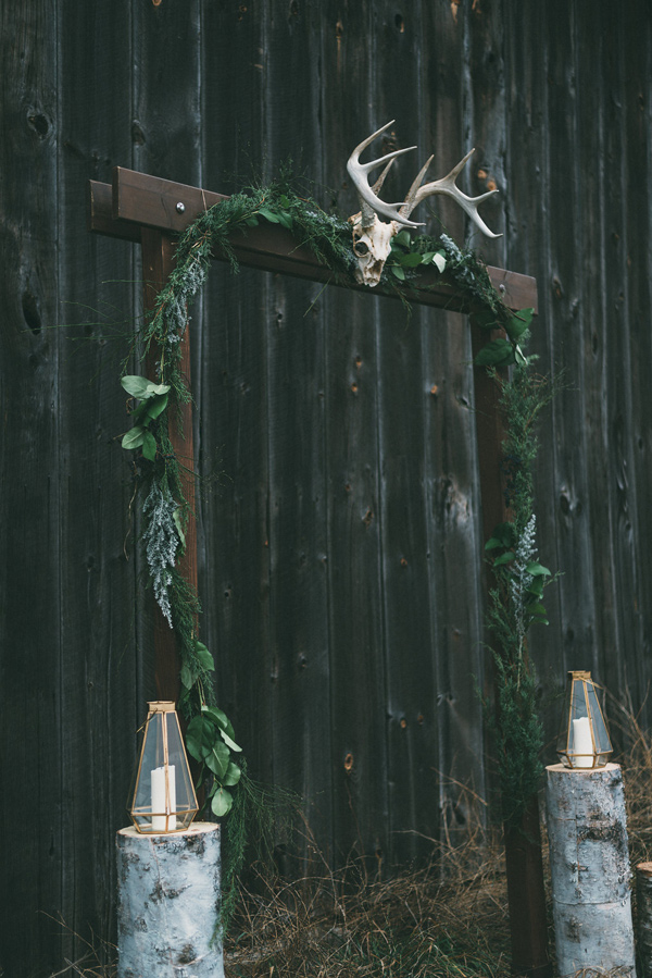 modern ceremony altar - photo by LV Imagery http://ruffledblog.com/nordic-inspired-woodland-wedding