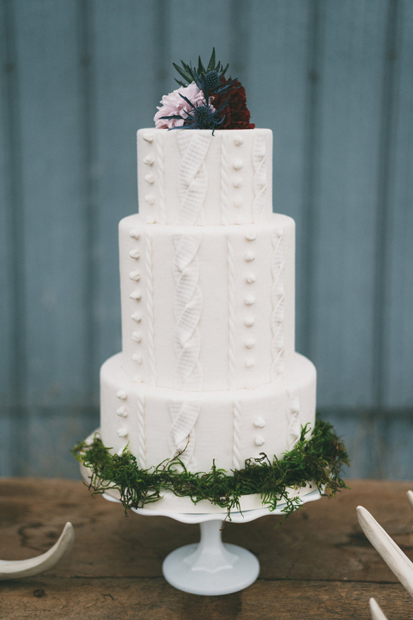 unique textured cake - photo by LV Imagery http://ruffledblog.com/nordic-inspired-woodland-wedding