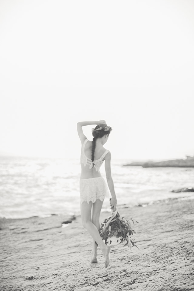 Outdoor beach bridal boudoir shoot | Carly Jean Photography | see more on: http://burnettsboards.com/2016/02/seaside-bridal-boudoir/
