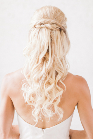 Romantic loose curls hairstyle | Sara Lynn Photographic | see more on: http://burnettsboards.com/2016/02/pink-gold-geometric-wedding/