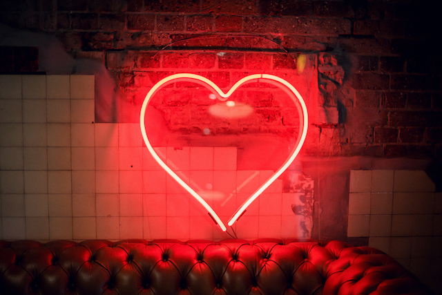 Neon heart sign | Kelsea K Photography | see more on: http://burnettsboards.com/2016/02/industrial-romance/