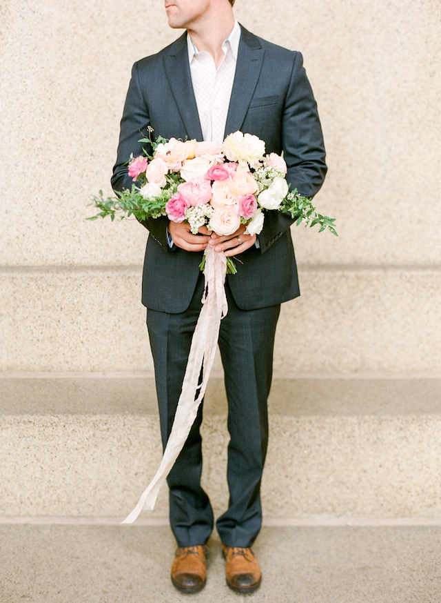 Pink and white bouquet | Connie Whitlock Photography | see more on: http://burnettsboards.com/2016/02/blush-pink-anniversary-session/
