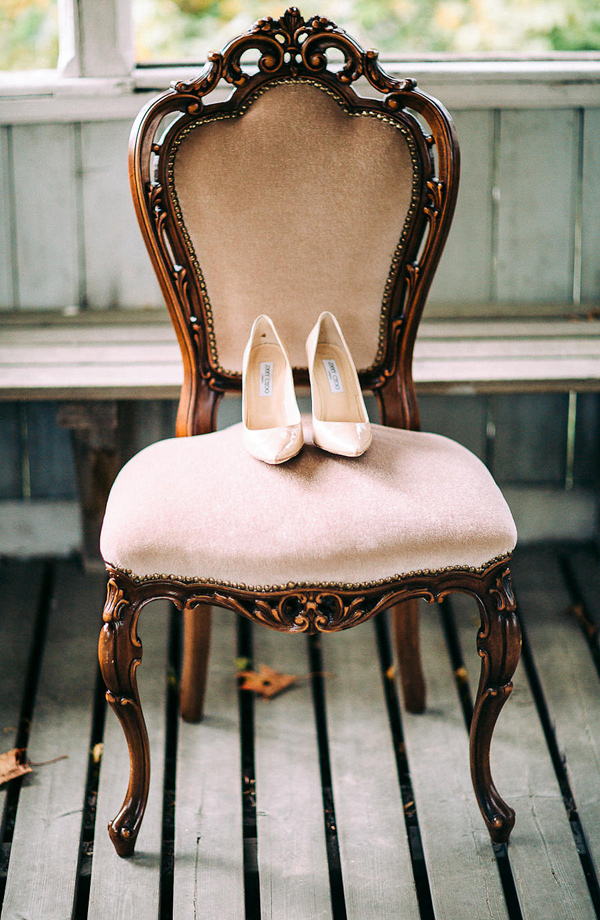 wedding shoe portrait - photo by Petra Veikkola Photography http://ruffledblog.com/finnish-mansion-wedding-inspiration