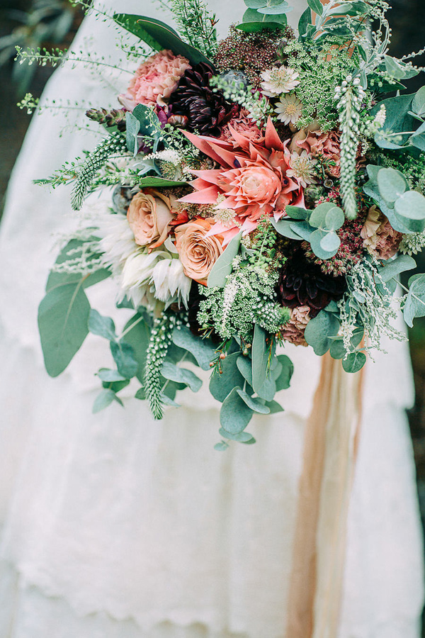 edgy wedding bouquet - photo by Petra Veikkola Photography http://ruffledblog.com/finnish-mansion-wedding-inspiration