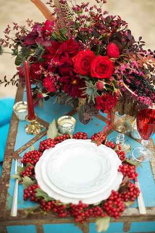 Romantic red place setting | Sergey Bulychev and Sergey Ulanov | see more on: http://burnettsboards.com/2016/02/free-wind-beach-wedding-editorial/