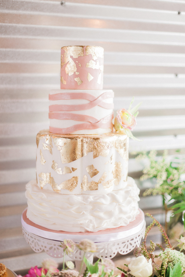 Gold and blush pink wedding cake | Sara Lynn Photographic | see more on: http://burnettsboards.com/2016/02/pink-gold-geometric-wedding/