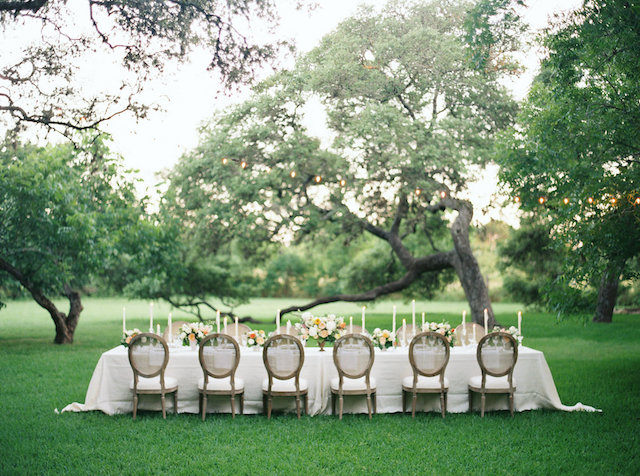 Banquet reception outdoors | Courtney Leigh Photography | see more on: http://burnettsboards.com/2016/02/romantic-outdoor-southern-mansion-wedding/