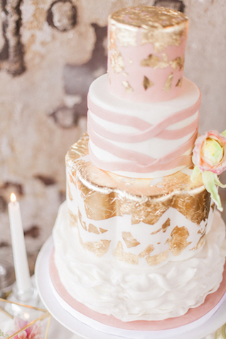 Blush and gold leaf wedding cake | Sara Lynn Photographic | see more on: http://burnettsboards.com/2016/02/pink-gold-geometric-wedding/