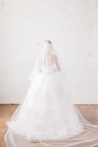 Austin Scarlett wedding dress and full-length veil | Sara Lynn Photographic | see more on: http://burnettsboards.com/2016/02/pink-gold-geometric-wedding/