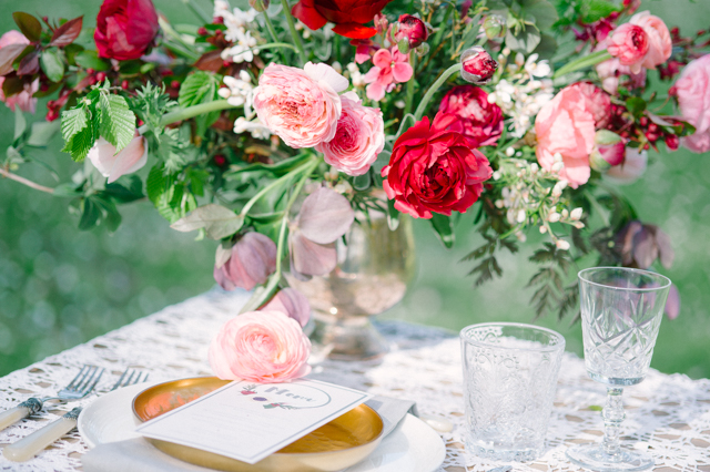 Red and pink ranunculus centerpiece | Plenty To Declare Photography | see more on: http://burnettsboards.com/2016/02/whimsical-marsala-celebration/