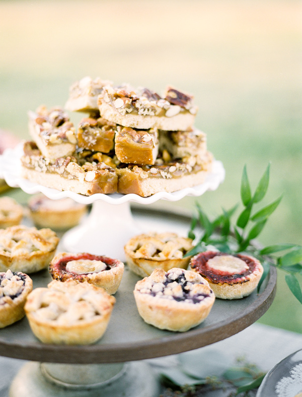 wedding desserts - photo by Ben Q Photography http://ruffledblog.com/easy-romantic-wedding-inspiration