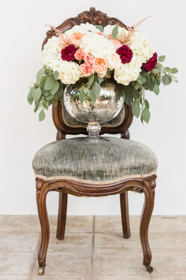 Red, pink, and white floral centerpiece | Jessica Green Photography | see more on: http://burnettsboards.com/2016/02/sweetly-sentimental-red-wedding/