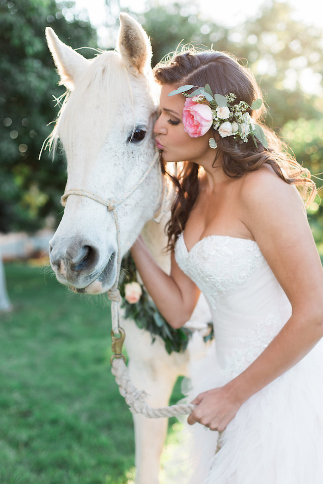 Rustic ranch wedding with a horse | Stephanie Ponce Photography