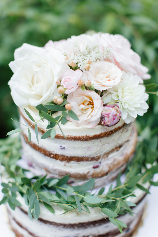 Fresh flower topped wedding cake | Elisaveta Sudarikova Photography
