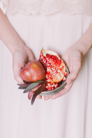 Apple and pomegranate wedding inspiration | Natalia Donskih Photography