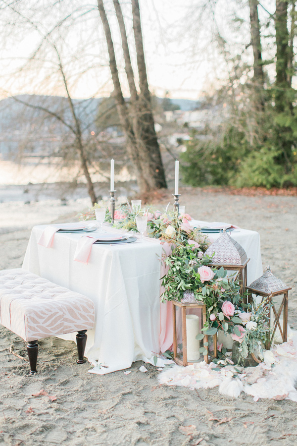 beach wedding table - photo by Simply Sweet Photography by Nomo Akisawa http://ruffledblog.com/nordic-beach-wedding-inspiration