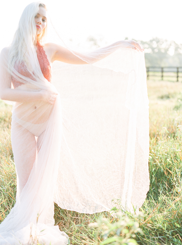 Outdoor boudoir shoot | Callie Manion Photography
