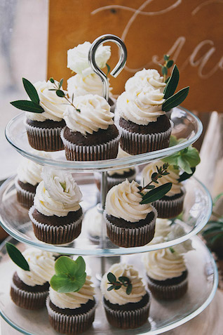 Cupcakes with leaves Photographer Elina Sazonova