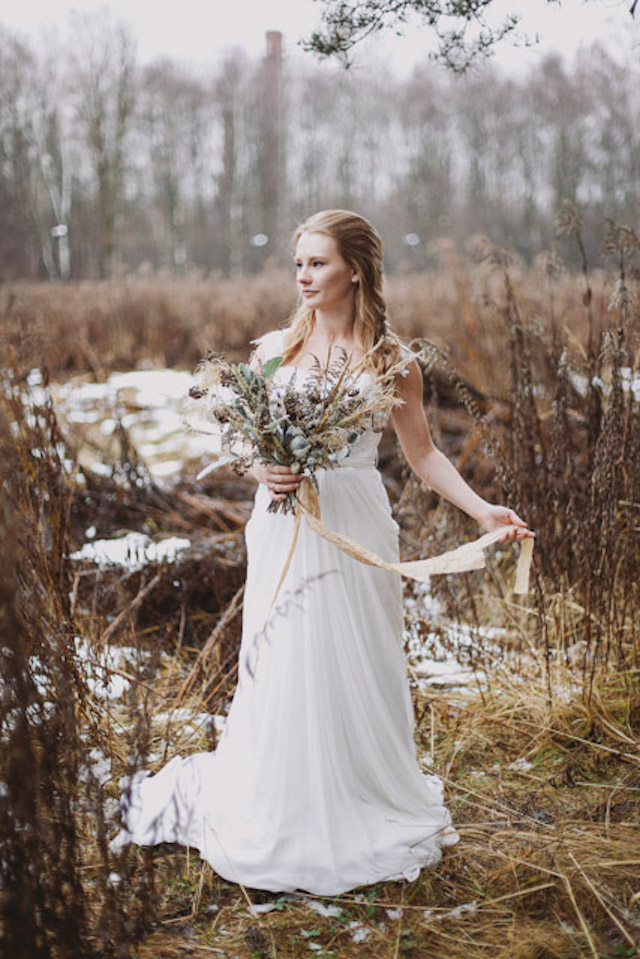 winter wedding bride | Photographer: Elina Sazonova