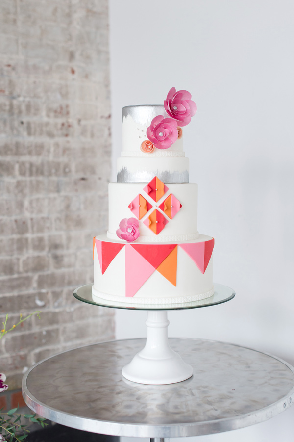 bright modern cake - photo by Tina Jay Photography http://ruffledblog.com/bright-and-modern-vow-renewal